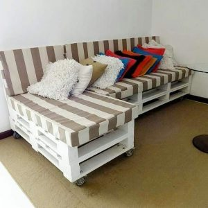 L-sofa on wheels (white pallet cushioned)