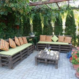 Outdoor pallet sofa seats and table